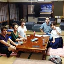 *外国からのお客様との思い出をパチリ!日本の歴史を感じます♪