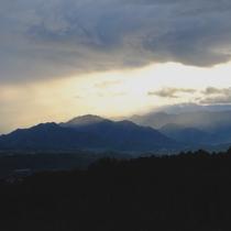 *周辺/晴れた日には透き通った山の風景に癒されてください。