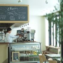 『CAFE&BAR NUPKA』は観光や仕事の合間のリラックスタイムに最適な場所をご提供。