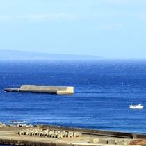 【お部屋からの眺め】天気の良い日は青い海が最高です!