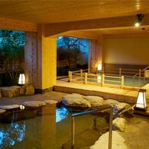 【本館~白妙の湯~】檜のシルクバスは超微細なイオンが肌を包みます。良質な下呂の湯をお楽しみください。