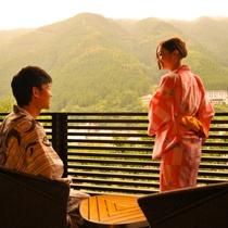 【バルコニー】全室に飛騨川を望むバルコニーを設置。