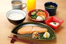 【ごはんがススム焼き魚朝食】 870円(税込)
