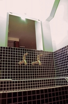 1F洗面スペース 昔懐かしいタイル張りの洗面スペースです。