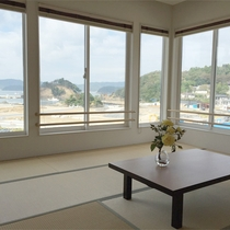 *客室一例/大きな窓から海を眺められる海側のお部屋。12.5畳で広々お過ごしになれます。