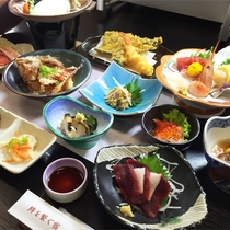 *夕食一例/世界三大漁場のひとつ、三陸沖産の種類豊富な魚介類を使ったお膳料理をお楽しみ下さい。