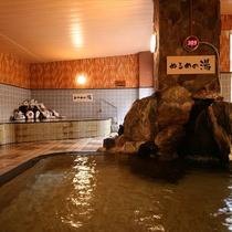 「あつ湯」と「ぬる湯」がある大浴場