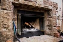 ダイニングルームの暖炉