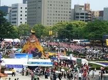 【フラワーフェスティバル】最大の見どころは「パレード」とゲストによる「ステージ」