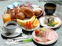 手作りみそ汁が評判の朝食です!食事会場はすぐ近くのホテルクリスタル広島になります。