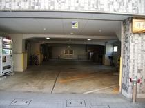 駐車場地下
