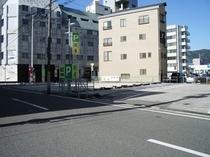 駐車場対面