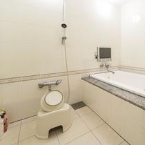 お部屋/ダブルルーム|独立型バスルームを設置。