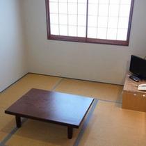 【和室6畳一例】ユニットバス・トイレ付きのお部屋。少人数のグループやカップルさんにオススメ。