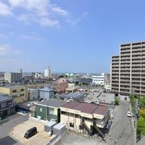 *お部屋からの景観/弘前駅前の中心に佇む当館。観光アクセスの拠点にお役立て下さい。