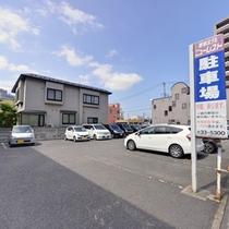 駐車場は1泊につき300円の有料となります。