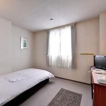 *セミダブル(客室一例)/シンプルながらもごゆっくりお寛ぎいただける客室です。