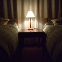 【コネクティングルーム】*ツインベッドの洋室