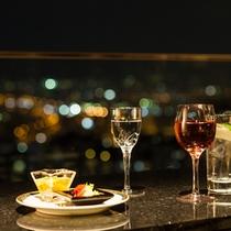【クラブフロア・ゲスト専用ラウンジ】夜景を眺めながら寛ぎのひと時を