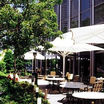 【Garden Cafe】陽光降り注ぐテラス席もございます。