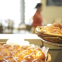 【Garden Cafe】和・洋・中を取り揃えた約50種類のアイテムをお楽しみいただける朝食バイキング