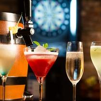 【スポーツパブ「アリーナ」】カジュアルなスナックや料理、お酒を愉しめる。