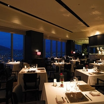 【Kobe Grill】最上階から六甲山と神戸港を見渡す眺望とともに上質のフレンチ&グリル料理を堪能