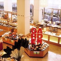 【Garden Cafe】シェラトンならではの上質なフード&スイーツを月替りで。実演メニューも。