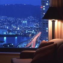 六甲山側高層階からの夜景。美しい眺望にしばし時が経つのも忘れそうに・・・。