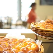 【Garden Cafe】和・洋・中を取り揃えた約50種類のアイテムをお楽しみいただける朝食ブッフェ