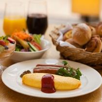 【Garden Cafe朝食ブッフェ】水と緑に彩られた開放感あふれるレストランで迎える清々しい朝。