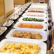 【Garden Cafe朝食ブッフェ】和・洋・中を取り揃えた約50種類のアイテム豊富な朝食ブッフェ