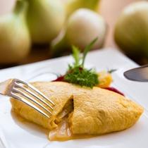【Garden Cafe】淡路島玉葱を使った焼きたてオニオンオムレツ(朝食ブッフェ)
