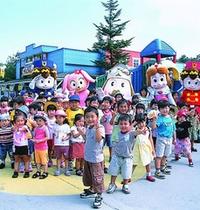 お子様も家族も楽しめる『軽井沢おもちゃ王国』もホテルから車で10分弱、徒歩30分