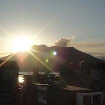 秋の日の出(当ホテル屋上より望む)