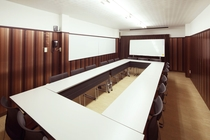 会議室 ロの字配置(最大18名)