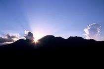 水神之森から望む くじゅう連山