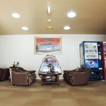 *館内/1階ロビー。飲料の自動販売機もご利用ください。