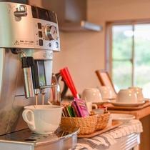 *【ドリンク(フリー)】ラウンジにあるコーヒー、紅茶、緑茶、ハーブティーは無料です。