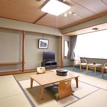 和室(6~8畳) 人数に合わせてお部屋をご用意いたします。晴れていれば大山が望めます。