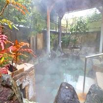 【大浴場】露天風呂 男女共に岩風呂の露天風呂を完備。星空を眺めながらのゆっくりと・・・。