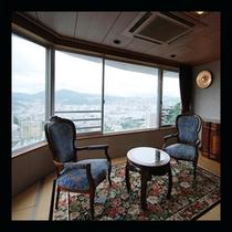 長崎の町並みを一望できる最上階客室