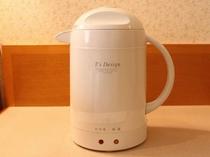 湯沸しポットは全客室に備え付けてあります。