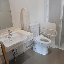 *客室トイレ一例/フラット設計なのでスムーズなアクセスが可能なお手洗いです。