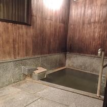 *無料貸切風呂(幸の湯)/こぢんまりした浴槽に豊富な湯をかけ流している為、常に新鮮なお湯を堪能できま