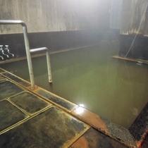*大浴場/湯治場として古来より人気の湯量豊富な名湯を源泉かけ流しでお楽しみいただけます。