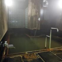 *大浴場/自家源泉である村井源泉と、温泉組合2号泉・3号泉をブレンドした天然温泉をお楽しみください。