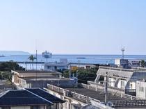 【施設】のどかな宮古島の風景。天気の良い日は屋上で風にあたりながら、キレイな景色を眺めほっとひと息♪