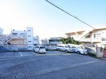 【施設】駐車場は5台分となっております。駐車スペースの詳細はスタッフへお問い合わせください。