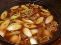 【芋煮】牛肉・こんにゃく・ねぎ・牛蒡を醤油で味付けをした山形・村山地方の代表的な郷土料理です♪